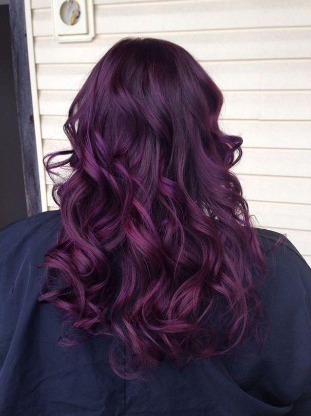 Cheveux violets profond