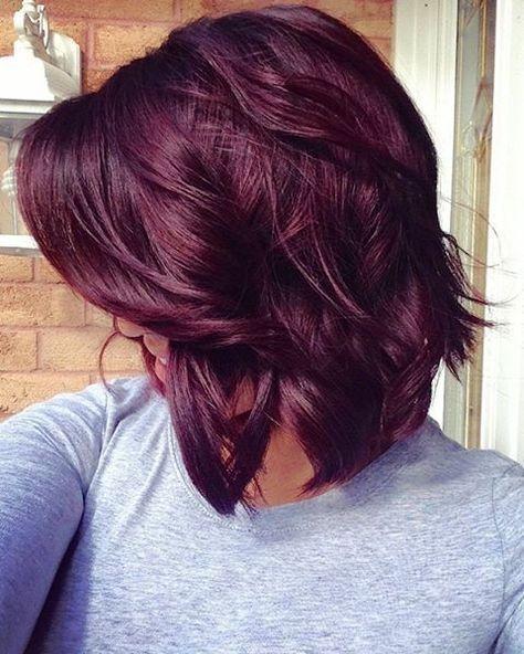 Cheveux violets reflets bordeaux