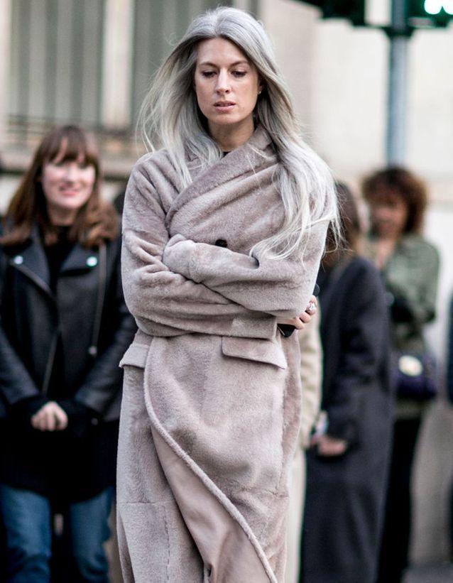 Coloration grise sur cheveux longs