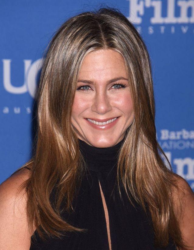 Les Cheveux Châtain Clair De Jennifer Aniston