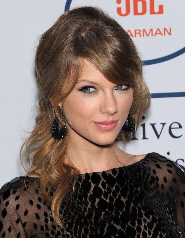 Les Cheveux Châtain Clair De Taylor Swift