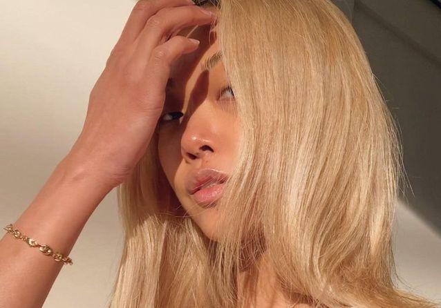 Le Sunny Girl Blonde : la nuance tendance de la rentrée