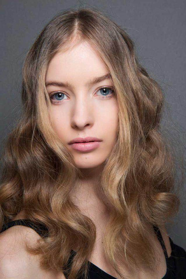Cheveux bouclés blonds automne hiver 2018