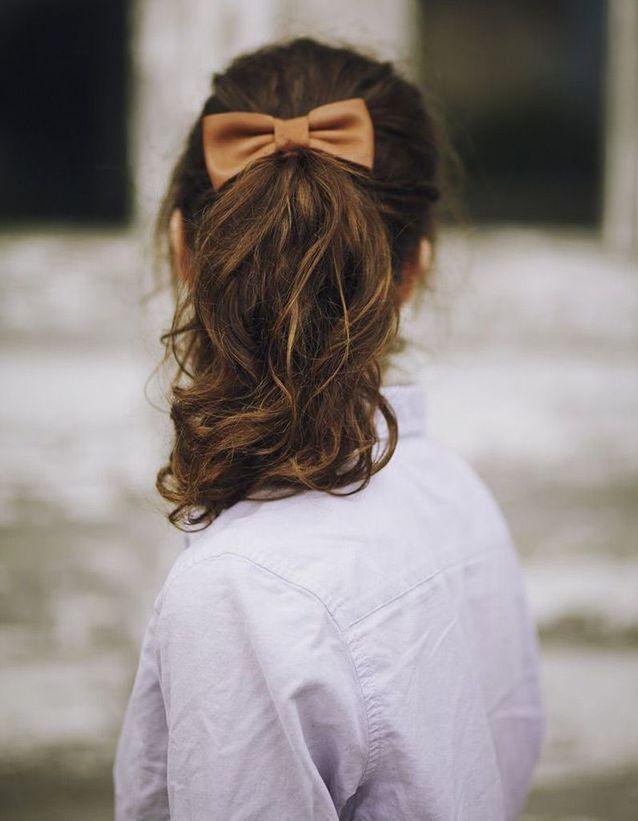 Coiffure sur cheveux bouclés automne-hiver 2016