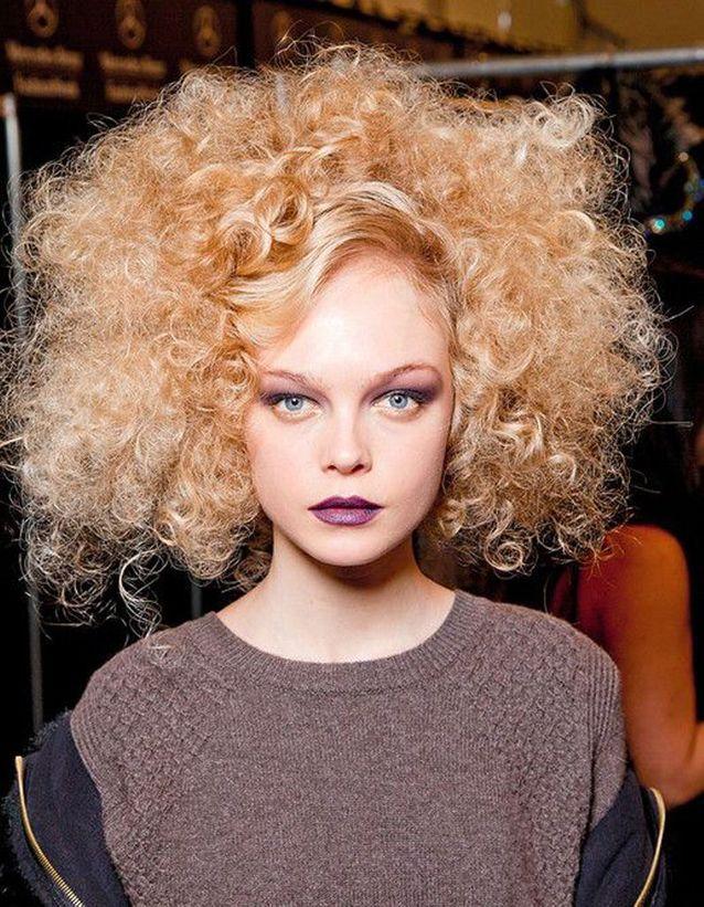 Coupe de cheveux cheveux bouclés automne-hiver 2016