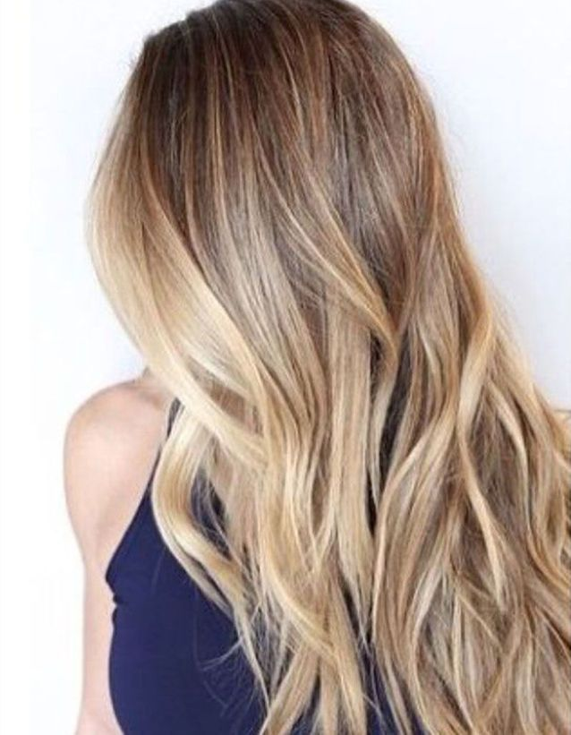 Coupe cheveux longs blonds raides