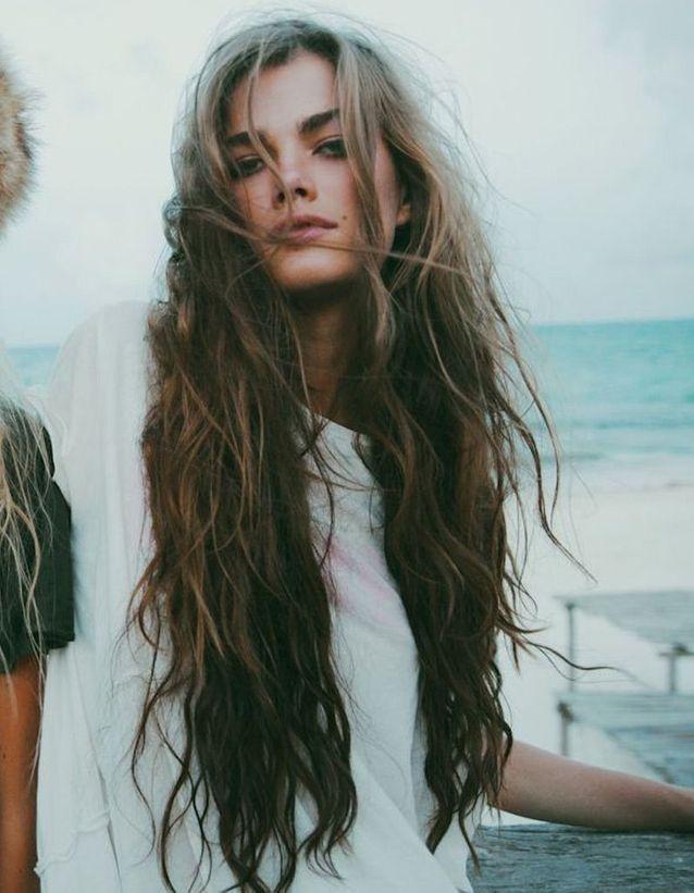 Coiffure cheveux longs bouclés automne-hiver 2018
