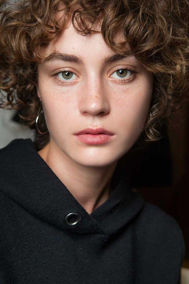 Cheveux ondulés courts automne hiver 2018
