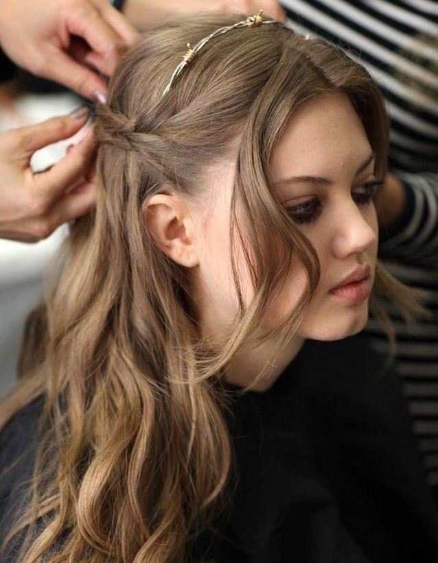 Coiffure pour cheveux ondulés automne-hiver 2016