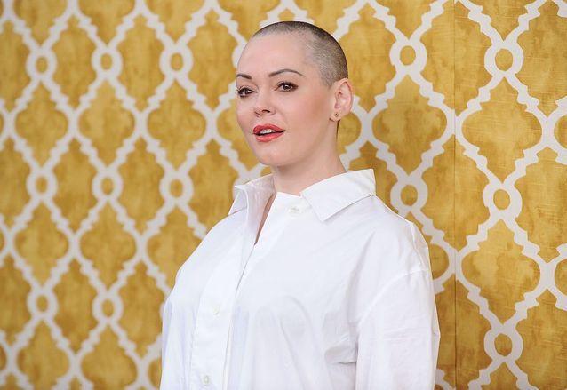 Rose McGowan , les cheveux rasés