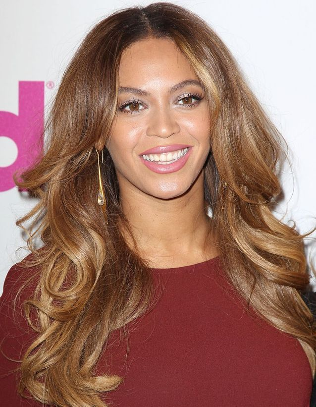 Coiffures pour femmes cheveux longs et Г©pais