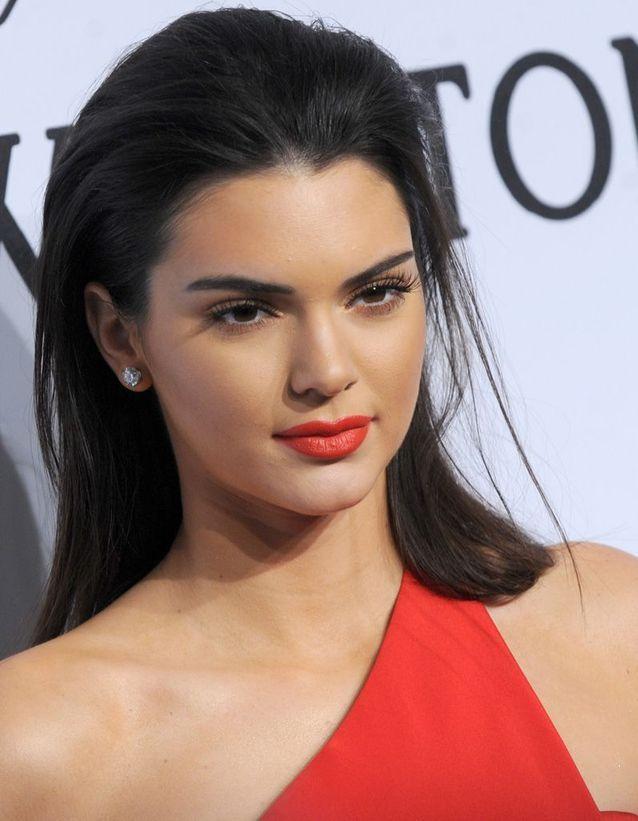 Les cheveux effet mouillé de Kendall Jenner