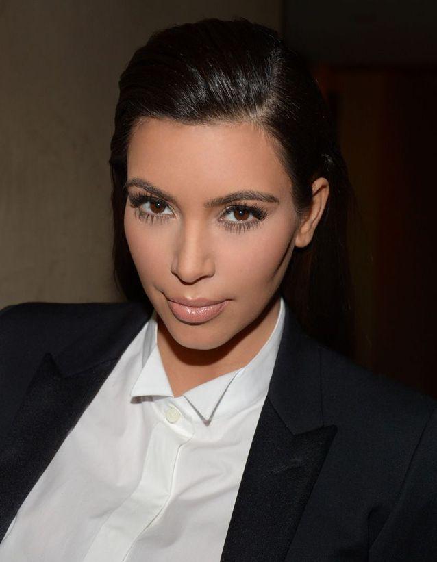 Les cheveux effet mouillé de Kim Kardashian