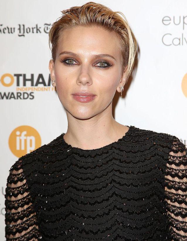 Les cheveux effet mouillé de Scarlett Johanson