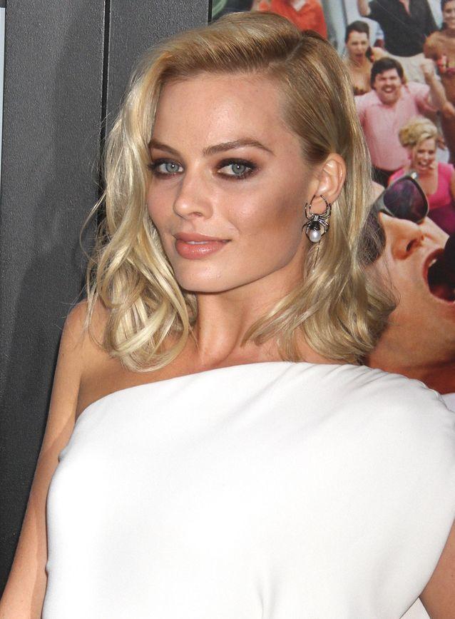 Margot Robbie et sa chevelure ondulée en 2013