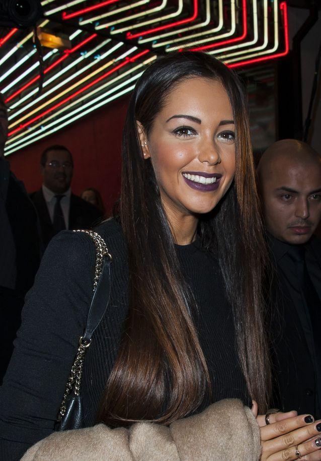 Nabilla et son rouge à lèvres foncé en 2011