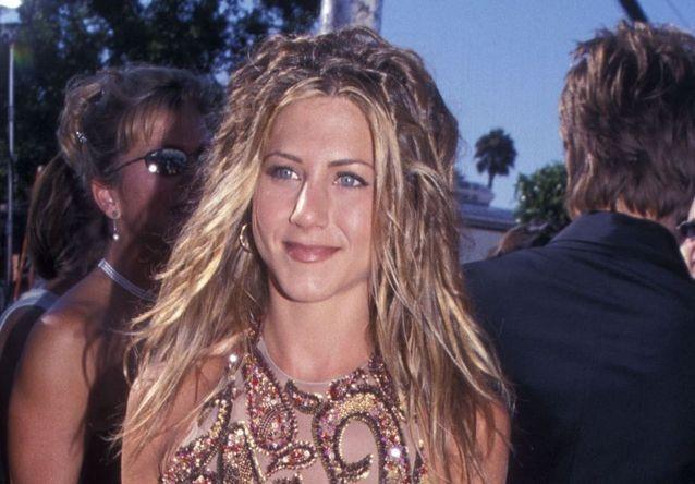 Comment les stars adoptent les coiffures cultes des années 90