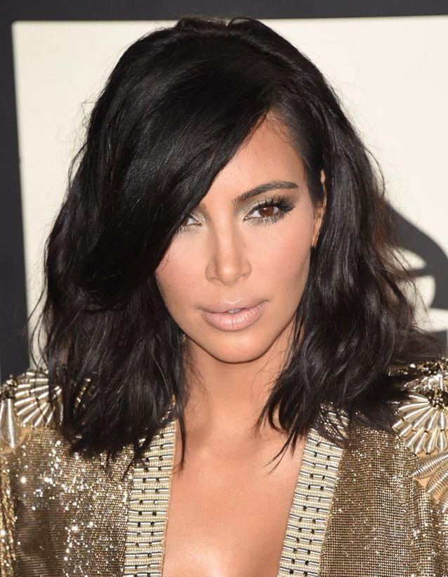Kim Kardashian brune avec un carré long en février 2015