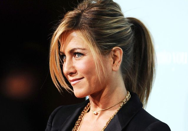 l volution coiffure de jennifer aniston elle. Black Bedroom Furniture Sets. Home Design Ideas