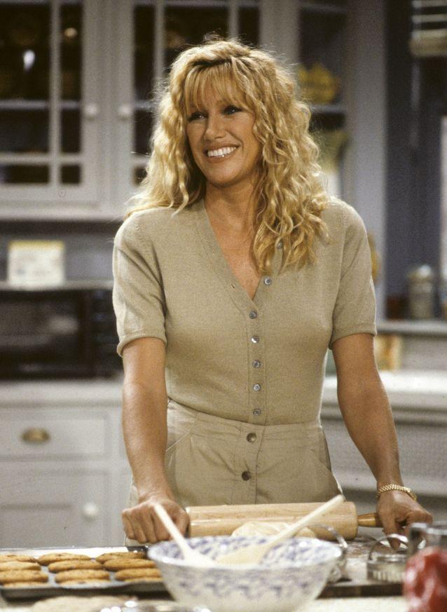 La chevelure crantée de Suzanne Somers alias Carol Foster dans « Notre belle famille »
