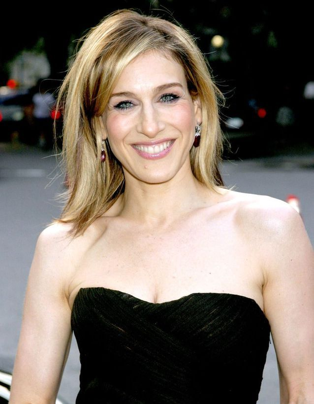Sarah Jessica Parker with a blond sweeping hair smoothed in June 2003