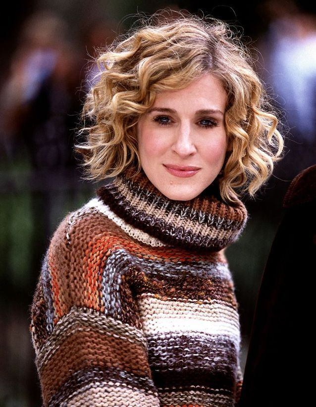 Sarah Jessica Parker with a blond square, short and curly in January 2011