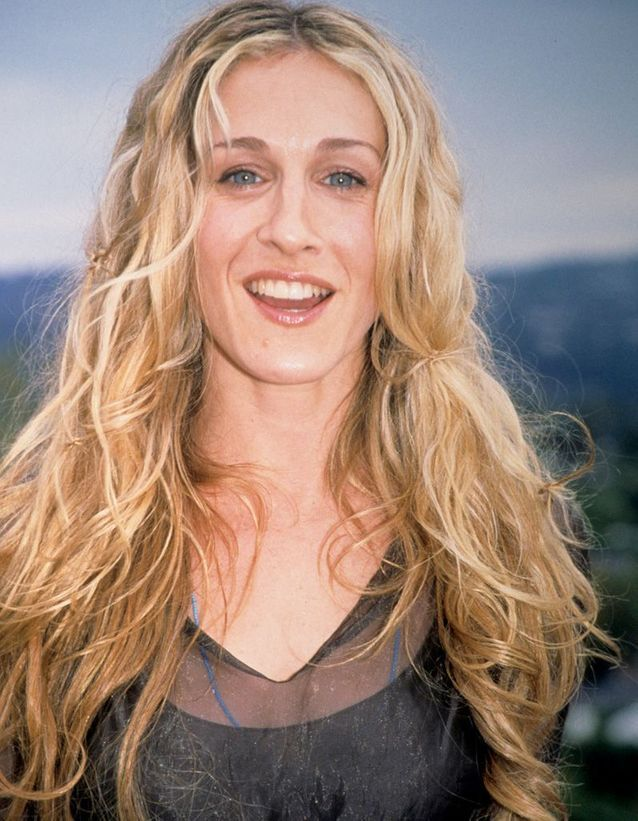 Sarah Jessica Parker blonde long hair and curly in March 2008