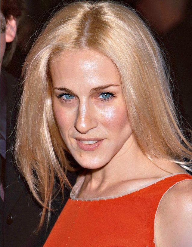 Sarah Jessica Parker platinum blond hair smoothed in January 2001