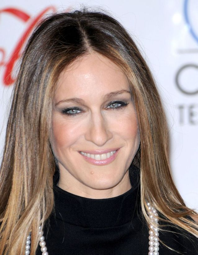 Sarah Jessica Parker brown hair smoothed in March 2008
