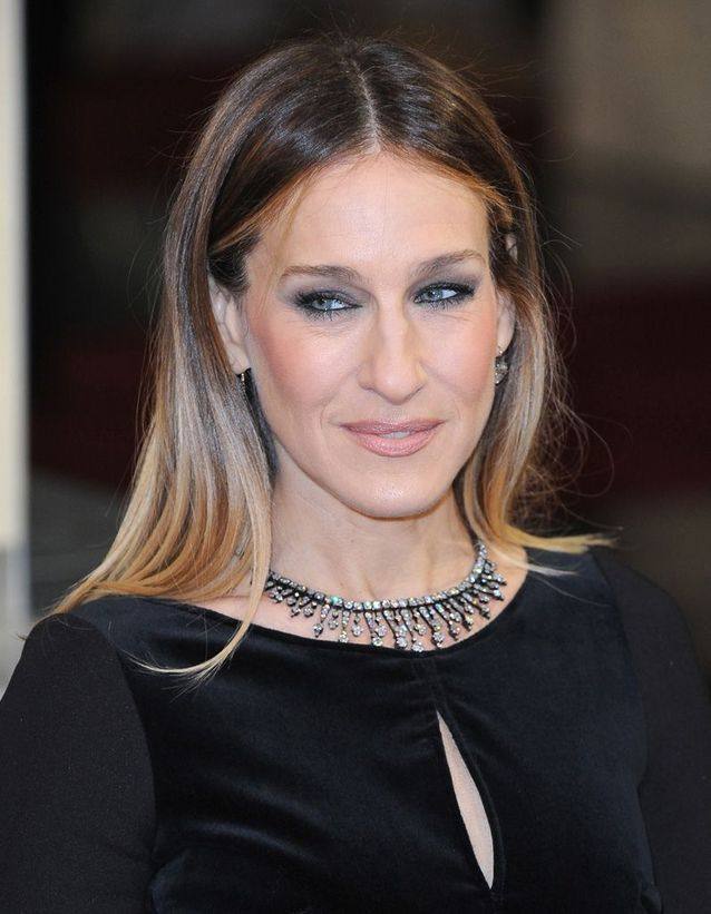 Sarah Jessica Parker dark blond hair and smoothed in February 2013
