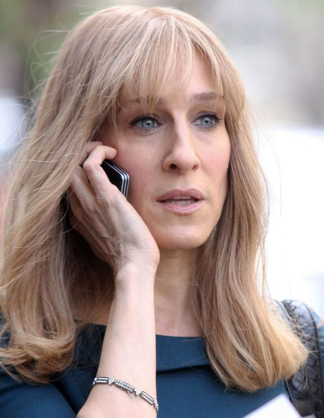 Sarah Jessica Parker ashen blond hair with bangs in March 2009