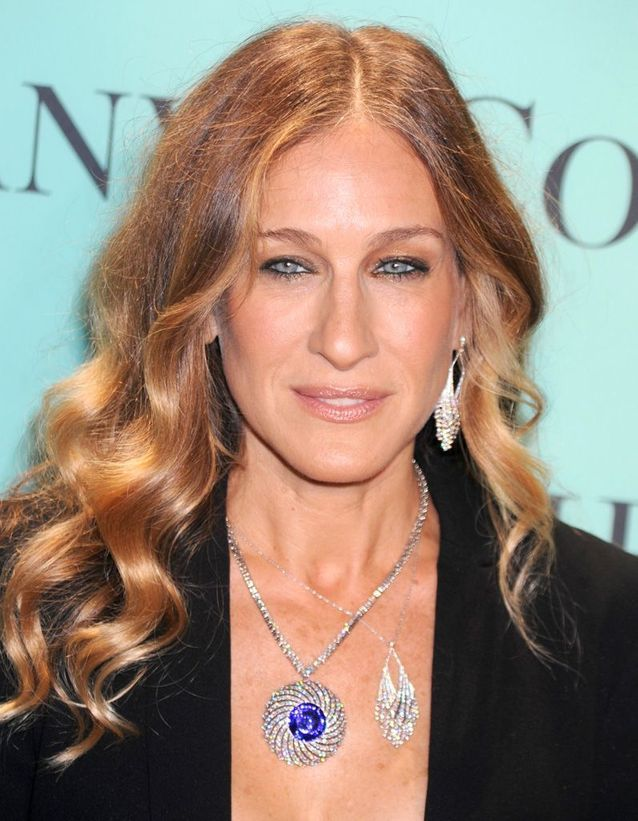 Sarah Jessica Parker golden blond hair and curly hair in april 2013