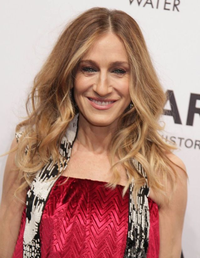 Sarah Jessica Parker blond and curly hair in February 2013