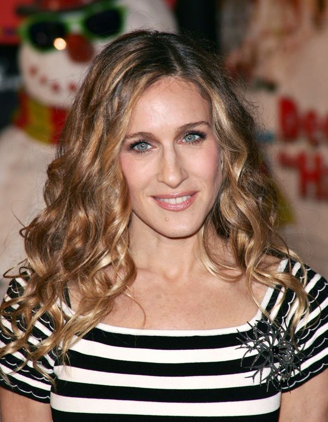 Sarah Jessica Parker blonde and wavy hair in November 2006