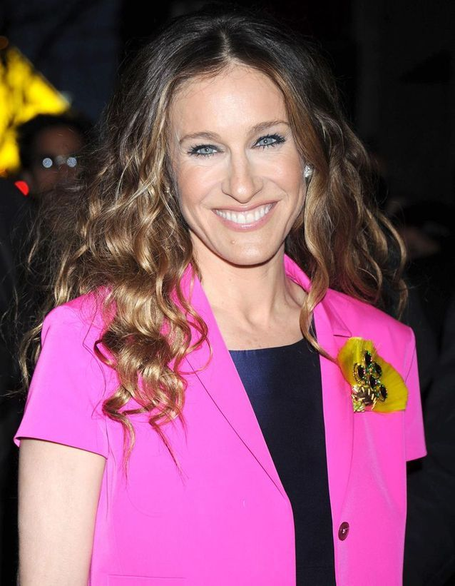 Sarah Jessica Parker light brown hair curly March 2008