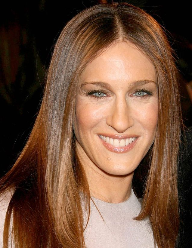 Sarah Jessica Parker coppery brown hair in december 2005