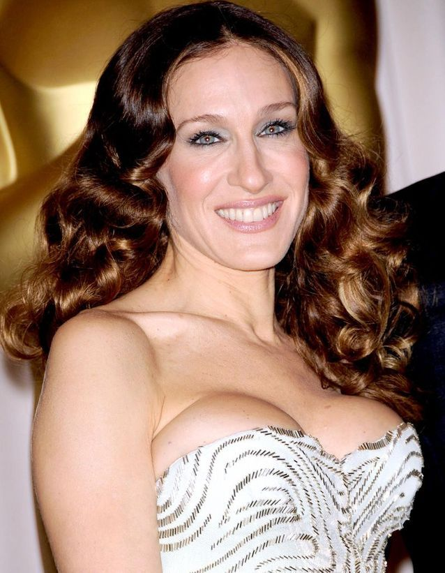 Sarah Jessica Parker coppery brown hair in February 2009