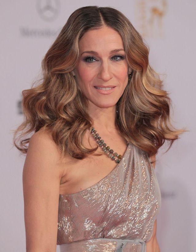 Sarah Jessica Parker mid-length chestnut hair in november 2010