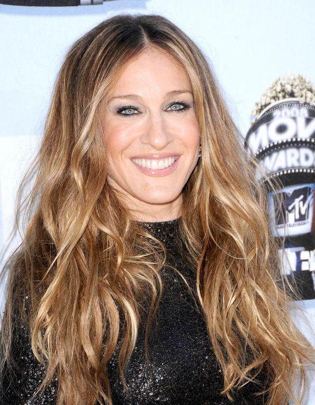 Sarah Jessica Parker long hair with a blond sweep in June 2008