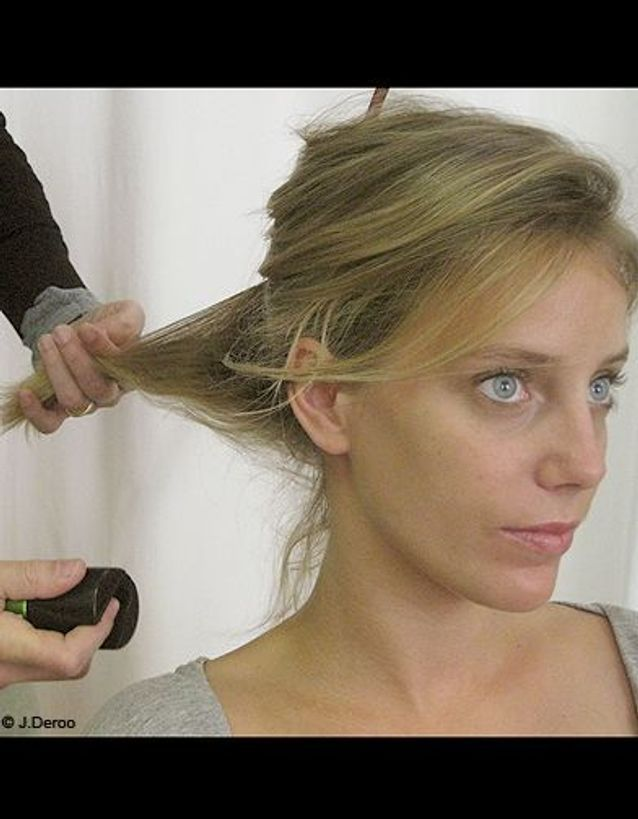 Beaute maquillage conseils pas a pas porte epaule Etape 1