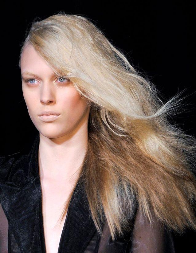 La coiffure « one shoulder »