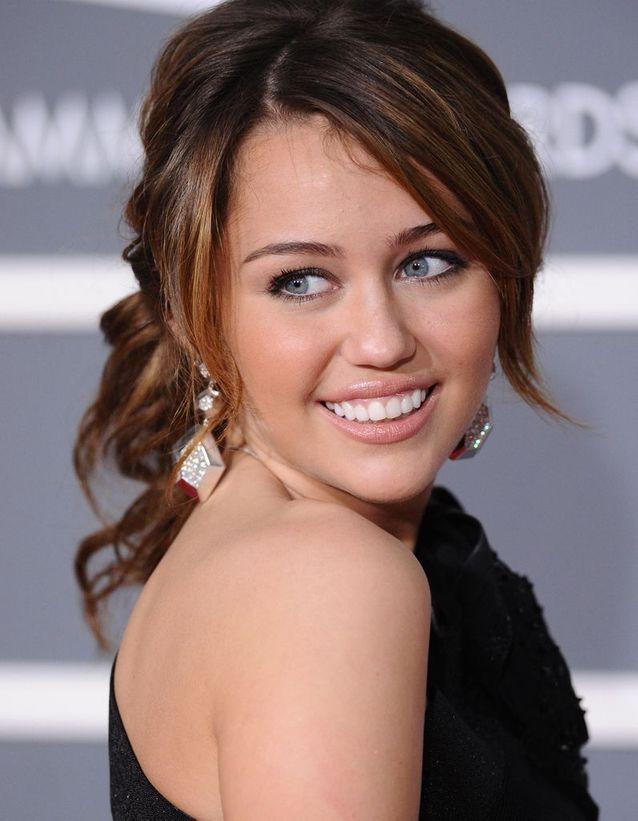 Miley Cyrus les cheveux longs en 2009