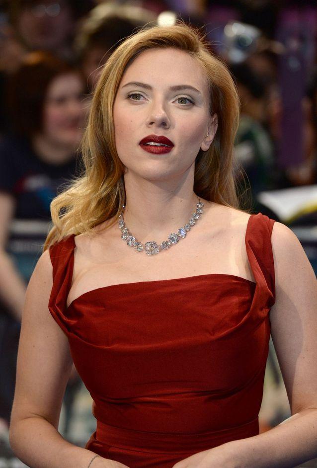 Scarlett Johansson les cheveux longs en 2014