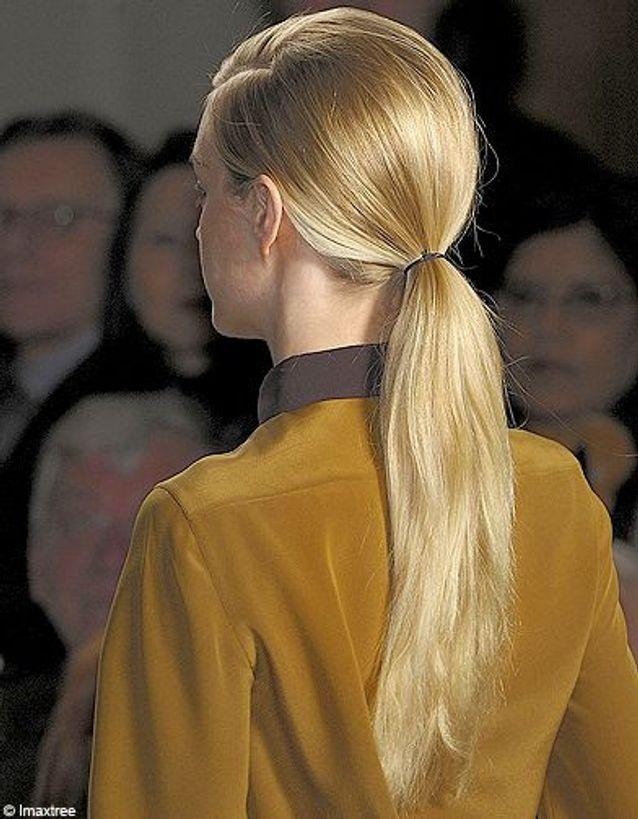 Beaute tendance coiffure cheveux queue cheval defile Akris