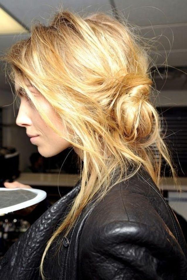 Chignon Coiffe Decoiffe Cheveux Longs 15 Jolis Chignons Coiffes Decoiffes Reperes Sur Pinterest Elle