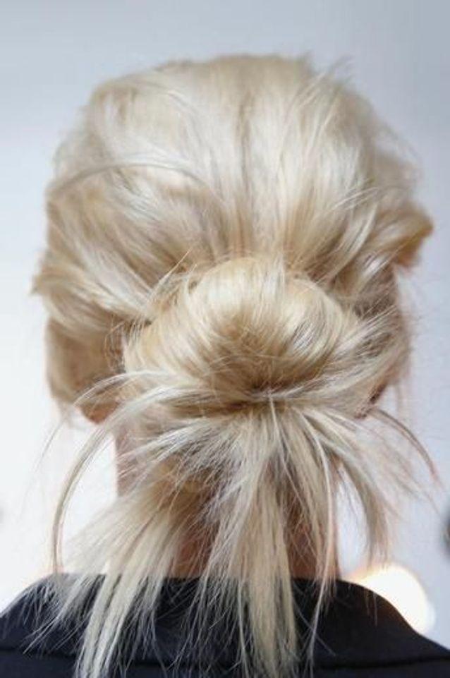 Chignon coiffé décoiffé simple , 15 jolis chignons coiffés