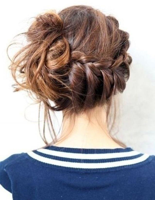 Coiffure chignon decoiffe cheveux mi long