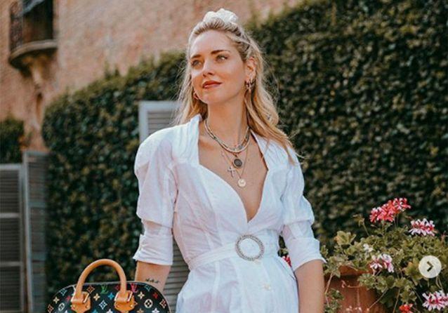 Le chouchou blanc dans les cheveux de Chiara Ferragni