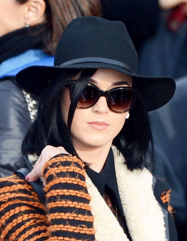 Le carré corbeau de Katy Perry