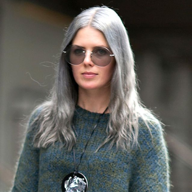 Cheveux bleu-gris